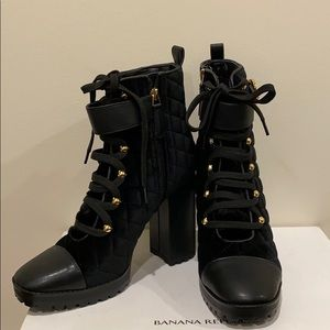 Hisani boots sold out
